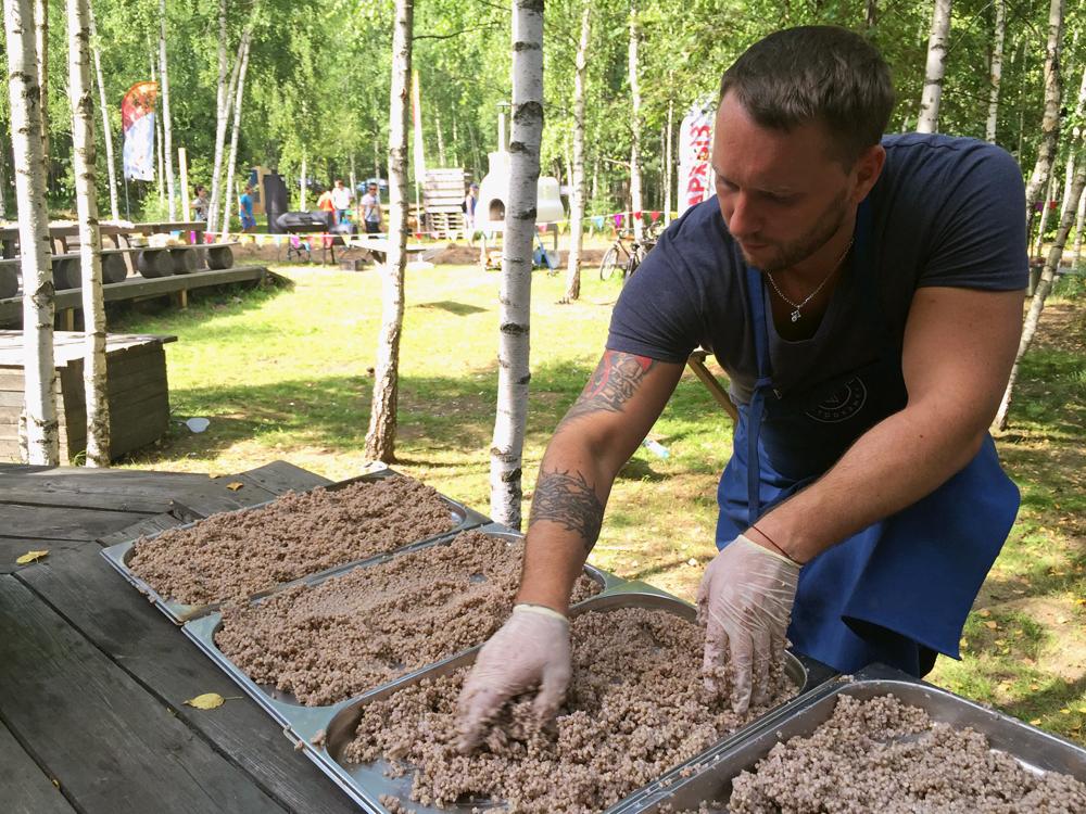 Anton Kovalkov laisse refroidir le sarrasin vert
