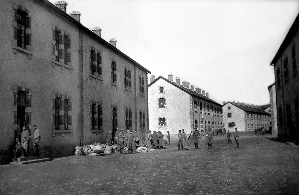 Finalement, envoyés au camp de La Courtine, les hommes de la 1ere brigade se mutinent, tandis que la 3e brigade quitte le camp. Après des semaines de tergiversations les derniers mutins sont arrêtés le 18 septembre. Le camp n'a visiblement guère souffert.