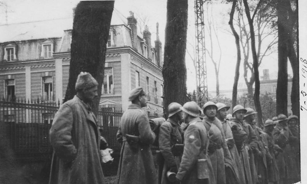 Une Légion « de l'Honneur » va poursuivre la lutte au côté des Français. Avec l'effectif d'un bataillon, elle se battra courageusement avec la division marocaine et arrivera même en occupation en Allemagne avant d'être dissoute. Elle ne participa pas au défilé de la victoire.