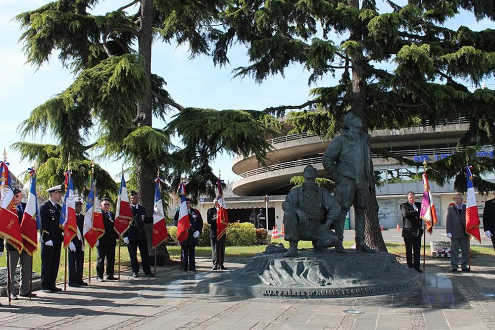 Monument aux pilotes et mécaniciens du régiment Normandie-Niemen au Bourget