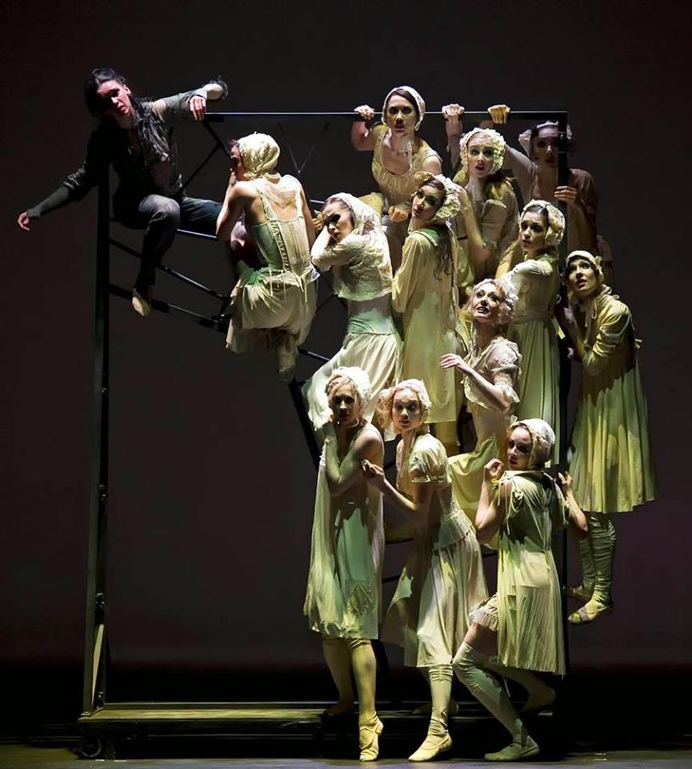 RODIN - « Le ballet montre Rodin plein de nostalgie pour sa muse, traduit les affres de sa conscience et présente le délire plein d'obsessions maladives de Camille, ou plutôt de celle qui est devenue l'une des Erinyes par la force de l'impitoyable destin ».