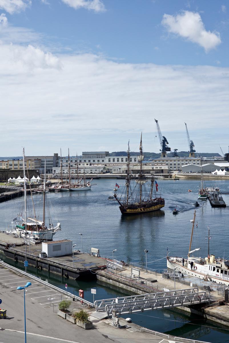 Arrivée du Shtandart dans le port de Brest.