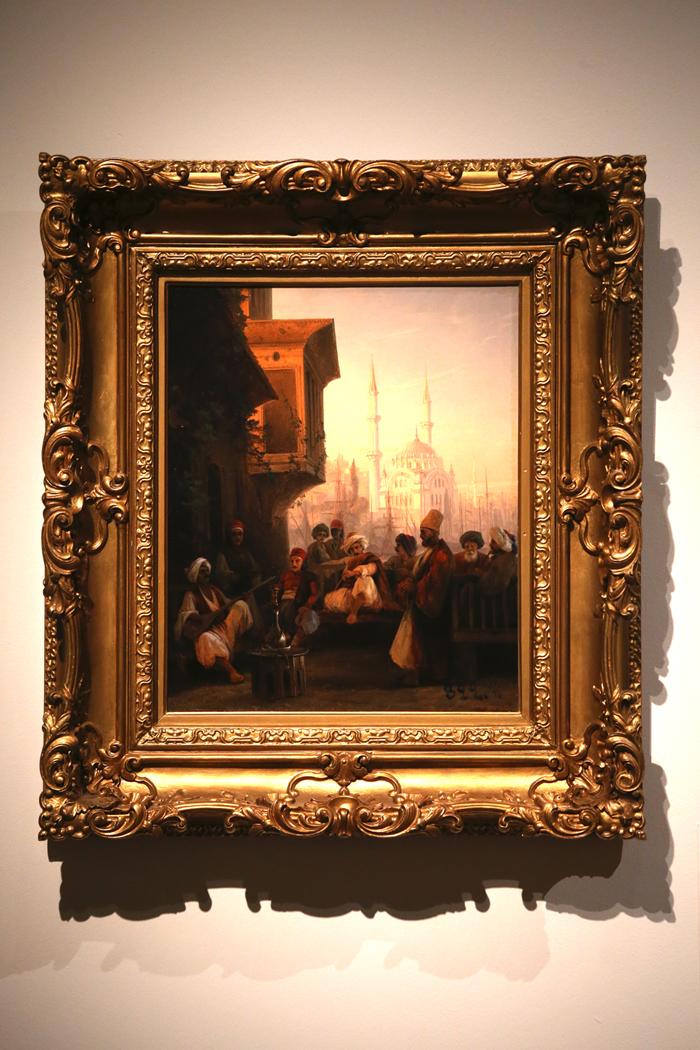 Scène orientale. Café turc, 1846Aïvazovski était un favori du tsar Nicolas Ier, ce qui permit à sa carrière de connaître une ascension fulgurante. Durant l'été 1845, le peintre accompagna le grand-duc Constantin (deuxième fils de Nicolas Ier), âgé de 18 ans, dans sa première tournée en Turquie. Il fut conquis par Constantinople. « Il n'y a rien de plus majestueux que cette ville, on y oublie et Naples et Venise », écrivait le peintre.