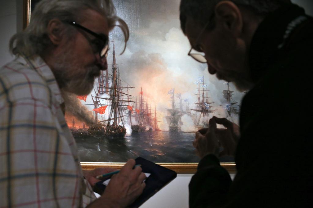 Bataille de Sinope, 1853Le talent d'Aïvazovski résidait dans sa capacité non seulement à peindre la mer de mémoire, mais également à reproduire les scènes de guerre d'après les récits des témoins. Dans les deux cas, il s'appuyait sur une connaissance exhaustive du sujet – il observait la mer depuis son enfance et peignait les batailles navales après avoir étudié les gréements et les manœuvres des navires. Ainsi, Aïvazovski parvint à reproduire une multitude de victoires cruciales de la flotte russe.