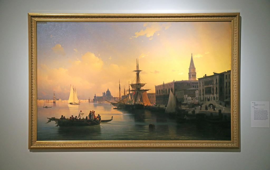 Venise, 1842C'est l'une des vues les plus célèbres de Venise, souvent peinte par tous les maîtres européens. Pourtant, là où les autres peintres du XVIIIe siècle saisissent le rythme de la vie urbaine, le romantique Aïvazovski est captivé par l'eau et la lumière. Leur collision et leur symbiose, bien plus que les personnages assis dans le bateau, sont l'unique sujet de la toile.