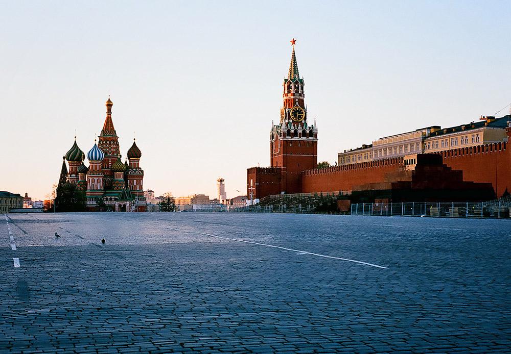 Place Rouge, vue du Kremlin et de la cathédrale St-Basile.