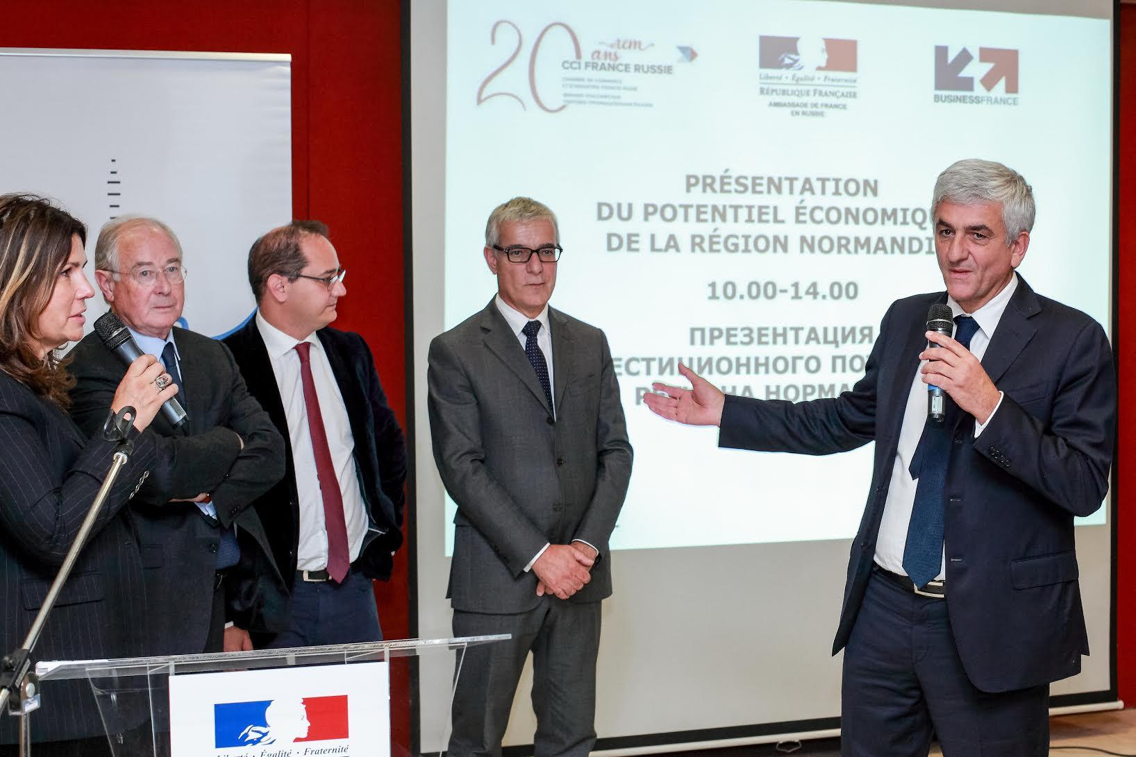Hervé Morin et des membres de la délégation française.
