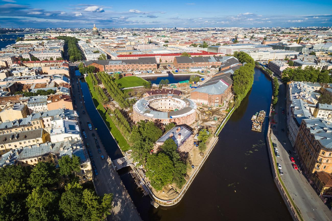 La Nouvelle-Hollande, un îlot de détente en plein cœur de Saint-Pétersbourg.