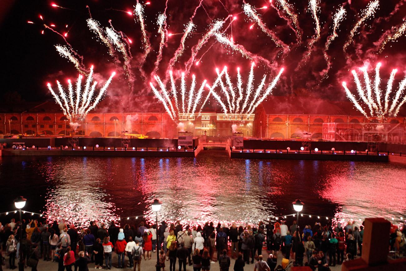 Les feux d'artifice à l'occasion de l'inauguration de la Nouvelle-Hollande.n