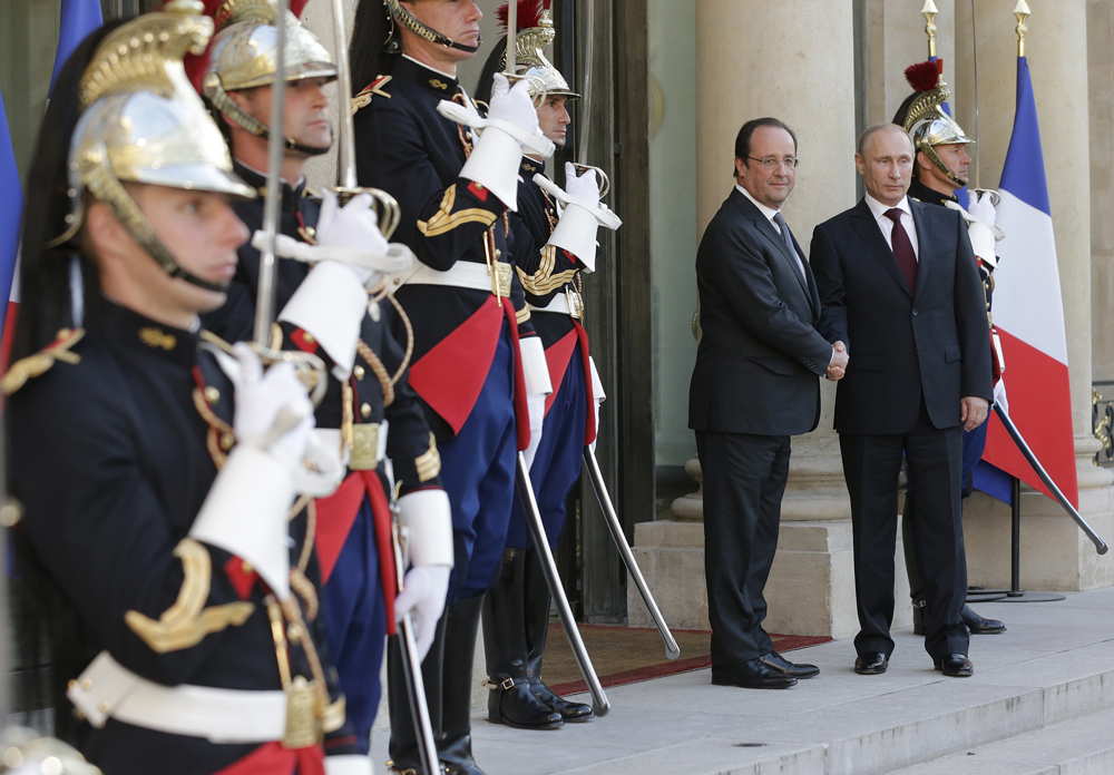 Vladimir Poutine accueilli par François Hollande à l'Élysée le 5 juin 2014 à l'occasion de la commémoration du 70ème anniversaire du Débarquement en Normandie.