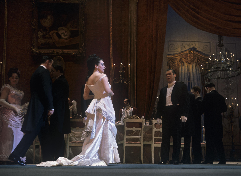 Galina Vichnevskaïa interprête le rôle de Violetta.