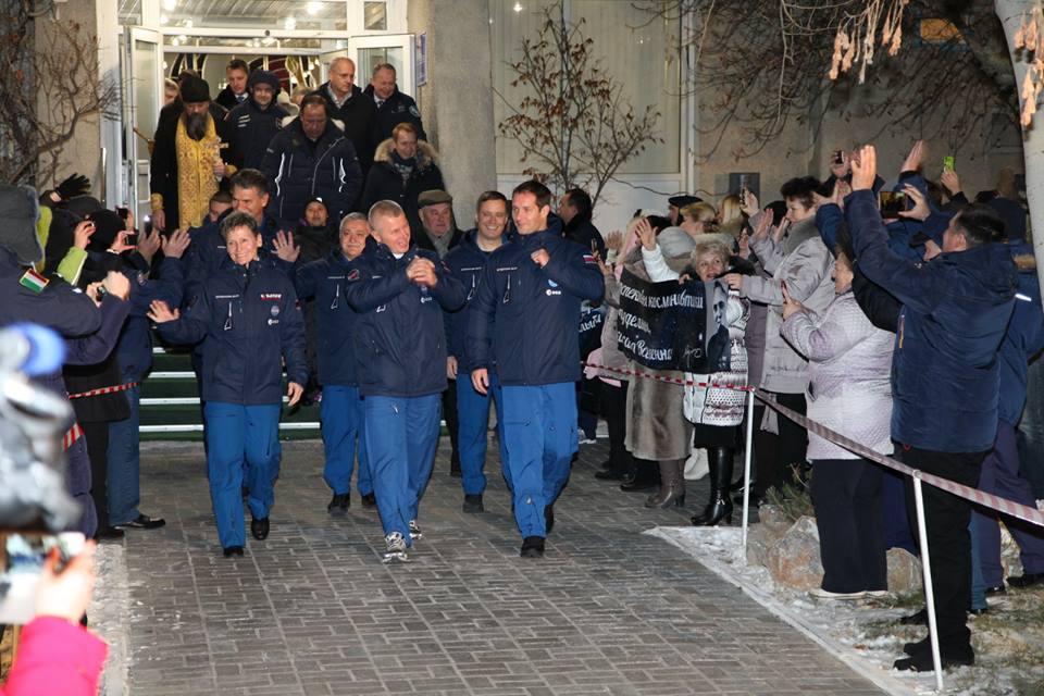 L'astronaute américaine Peggy Whitson, le commandant russe Oleg Novitskiy et le spationaute français Thomas Pesquet.n