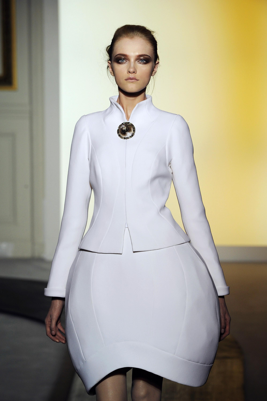 La jeune femme apparaît souvent sur les couvertures de Vogue, Harper's Bazaar, Elle.
