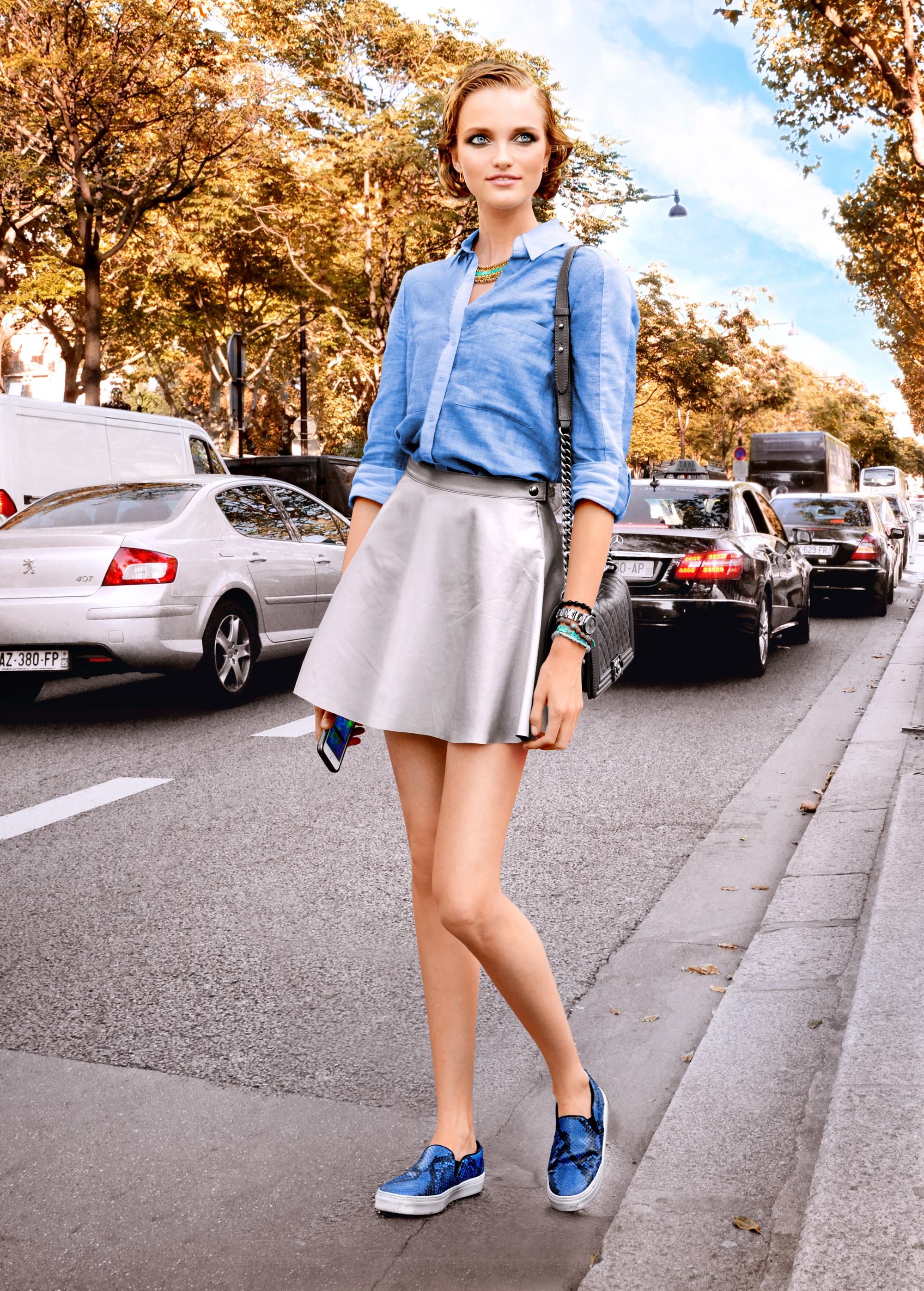 En 2009, l'édition française de Vogue la cite parmi les 30 grands mannequins des années 2000.