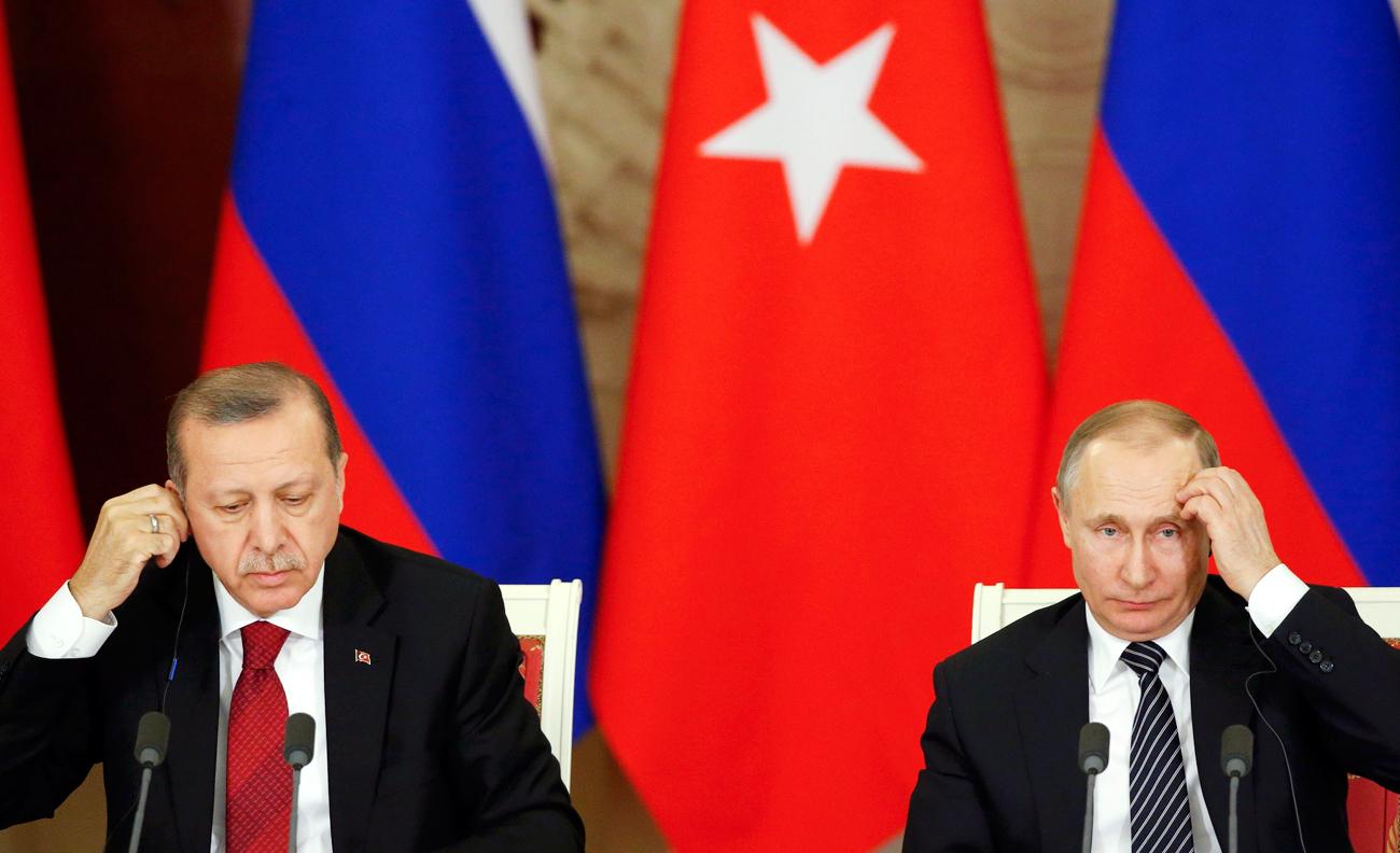 Presiden Turki Recep Tayyip Erdoğan (kiri) dan Presiden Rusia Vladimir Putin.