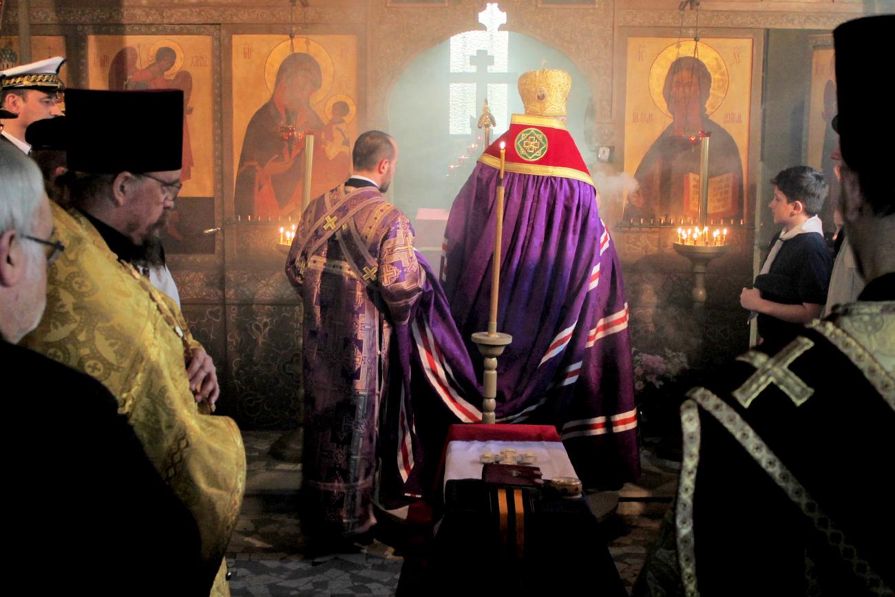 L'inhumation de la dépouille a été précédée par un office religieux dans la chapelle du cimetière, érigée grâce à une collecte de fonds levés par l'Association du Souvenir du Corps expéditionnaire russe.