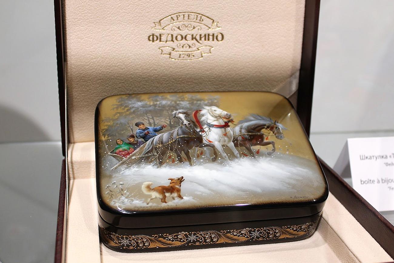 Boîte à bijoux laquée Fedoskino.n