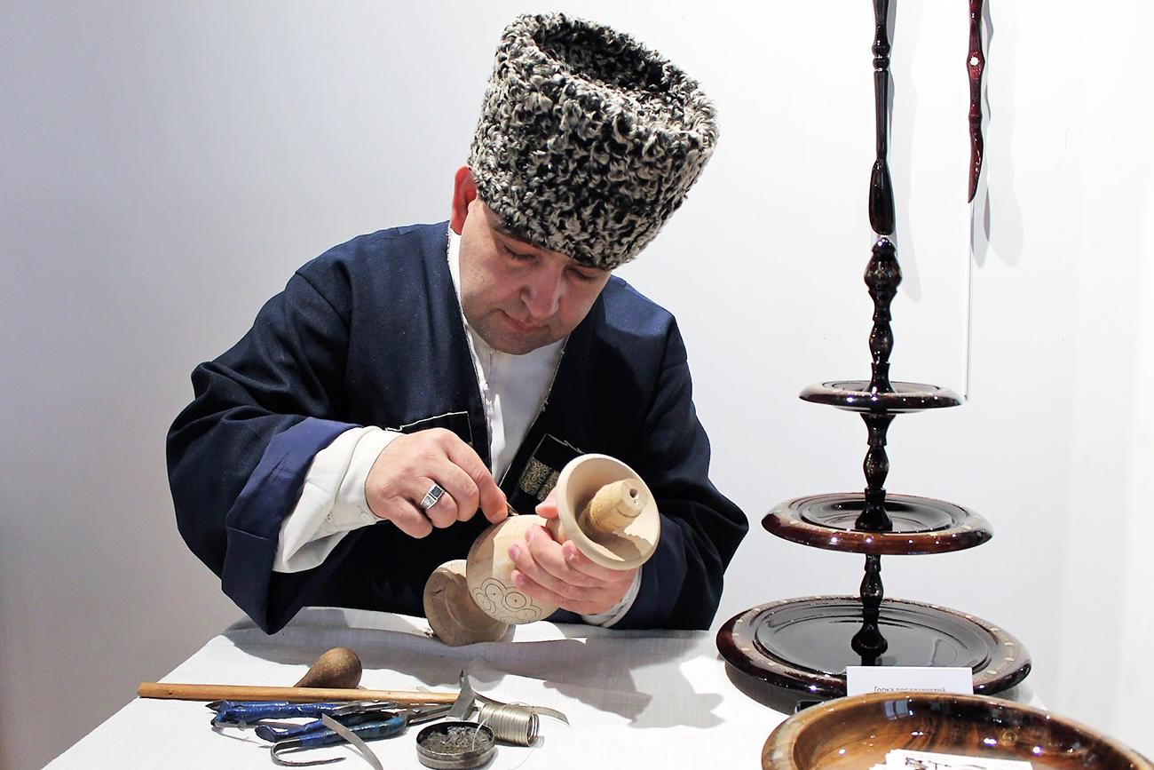L'artiste Magomedali Magomedaliev.n