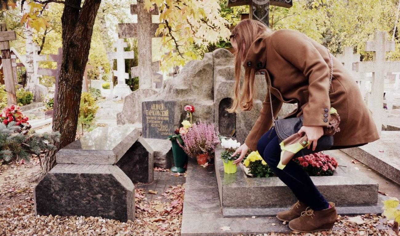 Sainte-Geneviève-des-Bois, tombe de ce maître du cinéma. Crédit : flickr / olya aleksandrova