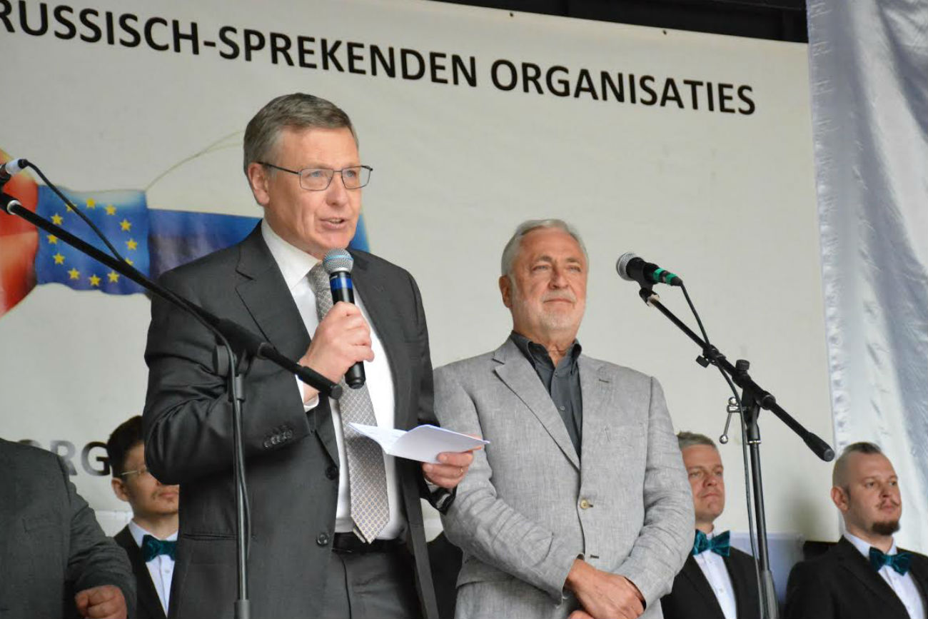 L'Ambassadeur de Russie en Belgique Alexander Tokovinin et Philippe Pivin,député-bourgmestre de la Commune de Koekelberg.n