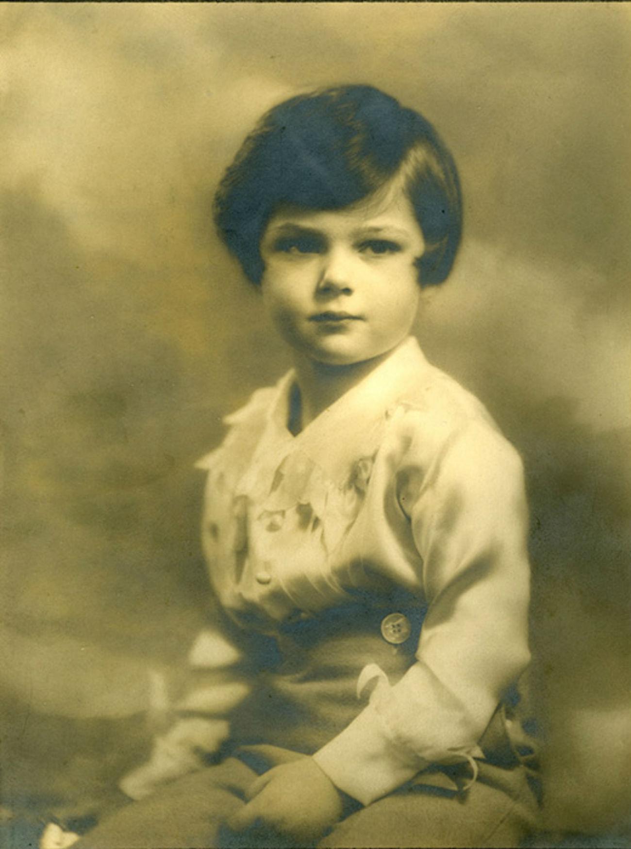Leur fils unique, Paul, est né en 1928 à Londres. À l'âge de 10 ans, lorsque ses parents ont divorcé, il est parti vivre avec sa mère aux États-Unis. Il a été mobilisé lors de la Guerre de Corée et s'est retiré de l'armée avec le grade de colonel. Photographe célèbre, il a été à trois reprises maire de la ville de Palm Beach (Californie).