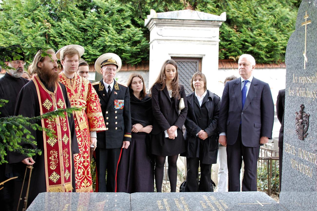 La cérémonie solennelle de l'ouverture de la sépulture renouvelée de l'amiral et de sa famille en 2012. Crédit: Maria Tchobanov
