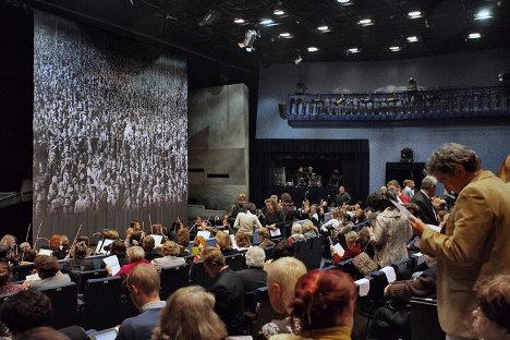"""Moskovljani i dalje najviše vole klasičnu glazbu i kazalište. Na fotografiji: opera """"Rasputin"""" na sceni kazališne kuće """"Helikon opera"""". Izvor: Komersant."""