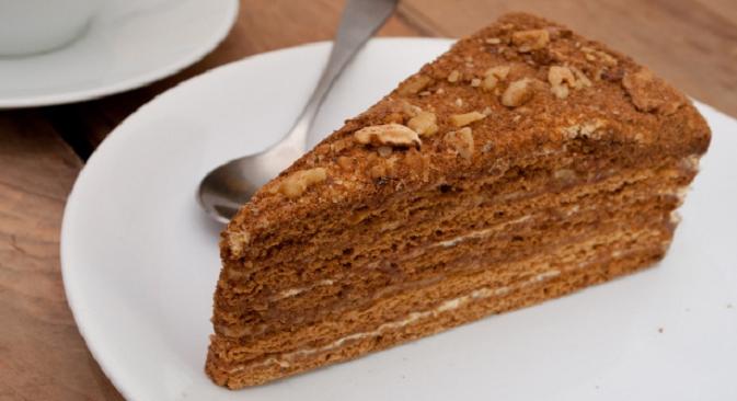 """Najomiljeniji ruski desert od meda je, izgleda, torta """"Medovik"""" – složeni kolač za čiju je pripremu potrebno mnogo vremena. Izvor: Lori / Legion Media."""