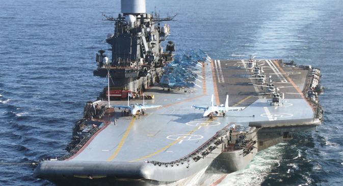 """Teški nosač zrakoplova """"Admiral Kuznjecov"""", zapovjedni brod Sjeverne flote. Izvor: ITAR-TASS."""