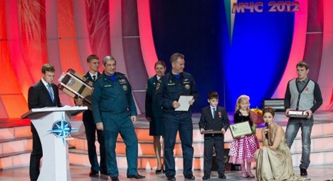 """Ceremonija dodjele nagrada održana je u Moskovskom domu mladeži na četvrtom Sveruskom festivalu """"Zviježđe hrabrosti"""", posvećenom sigurnosti i spašavanju ljudi. Fotografija: Ministarstvo za izvanredne situacije RF."""