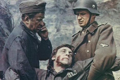 """Scena iz filma """"Okovani šoferi"""" (Jugoslavija/SSSR, 1974). Izvor: kinopoisk.ru."""