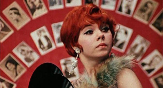 """Ljudožderka Eločka. Prizor iz filma """"12 stolica"""" (1971. redatelj L. Gajdaj)."""