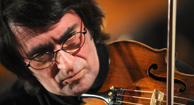 Etienne Vatelot, graditelj violina iz Pariza: Ne postoji suptilnija veza između instrumenta i umjetnika od one koju imaju Jurij Bašmet i njegova viola. Izvor: ITAR-TASS.