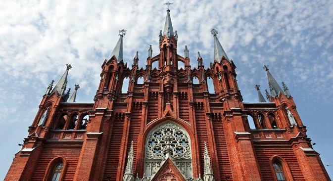 Gotički utjecaj vidljiv je samo na pojedinim građevinama u Moskvi, na primjer na najvećoj rimokatoličkoj crkvi u prijestolnici, katedrali Bezgrešnog začeća Presvete Djevice Marije. Fotografija: inikitin.