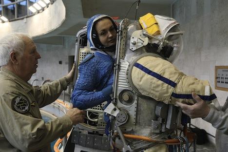 """Jelena Serova tijekom priprema za let u svemir u Zvjezdanom Gradu pored Moskve. Izvor: RIA """"Novosti"""" / Ruslan Krivobok."""