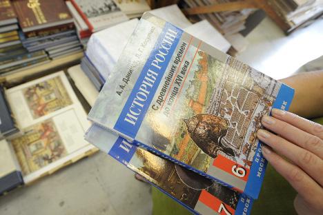 """Predsjednik Putin naložio je da se pripreme udžbenici ispisani """"logikom neprekidnog toka ruske povijesti. Izvor: ITAR-TASS."""