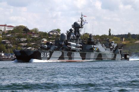"""Salva od osam raketa """"Moskit"""" ispaljena s ruskog hovercrafta """"Bora"""" može uništiti svaki suvremeni ratni brod, uključujući i nuklearni nosač aviona. Izvor: RIA """"Novosti""""."""