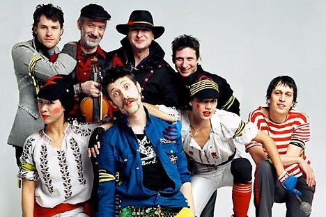 Glazba Gogol Bordella vedra je mješavina punk, folk i romske glazbe s elementima kabarea.
