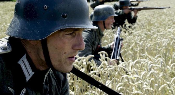 Nije bilo nikakvih njemačkih naredbi koje bi štitile sovjetsko civilno stanovništvo od nasilja. Naprotiv, na temelju Hitlerovog ukaza potpisana je naredba, kojom je faktički objavljen režim neograničenog terora na teritoriju SSSR-a. Izvor: kinopoisk.
