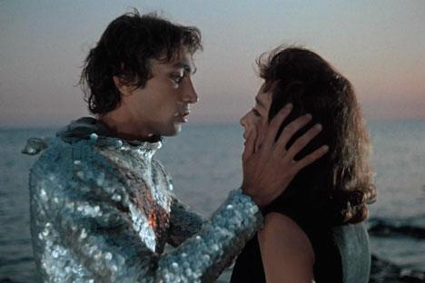 """""""Čovjek-amfibija"""", film snimljen 1961. prema istoimenom romanu Aleksandra Beljajeva, predstavlja remek djelo sovjetske filmske industrije. Na slici: čovjek-amfibija u svom """"ronilačkom odijelu"""". Izvor: kinopoisk.ru"""