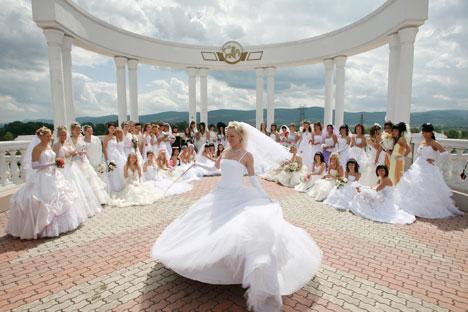 U suvremenoj ruskoj svadbi ističe se prije svega osobnost određenog para. Izvor: Reuters