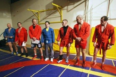 """Željko Banić (treći slijeva) u klubu """"UFC Crows"""" sa sambo trenerima. Izvor: UFC Crows / Press Photo"""