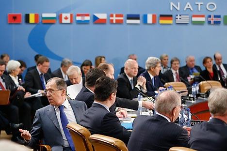 """Durante a reunião, os chefes das diplomacias dos países da Otan pediram ao governo da Ucrânia para parar com o """"uso excessivo da força"""" contra os manifestantes, e Lavrov aproveitou para criticar a atuação do órgão diante dos últimos acontecimentos Foto: Reuters"""
