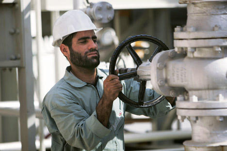 SAD pokušava ne dopustiti robno-naftni posao između Rusije i Irana. Izvor: Reuters