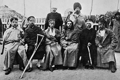 Vojnici ranjeni za vrijeme Rusko-japanskog rata sjede na klupi. Izvor: RIA Novosti