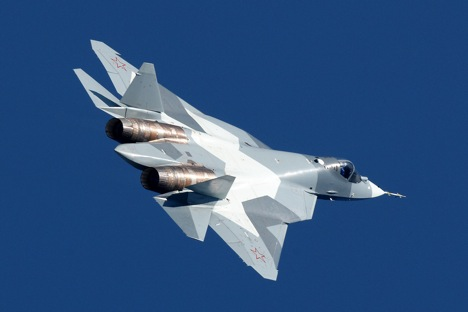 Pokretni aerodinamički profil iznad i ispred otvora za zrak na motoru predstavlja unikatno tehničko rješenje aviona PAK-FA. Izvor: Sukhoi.org