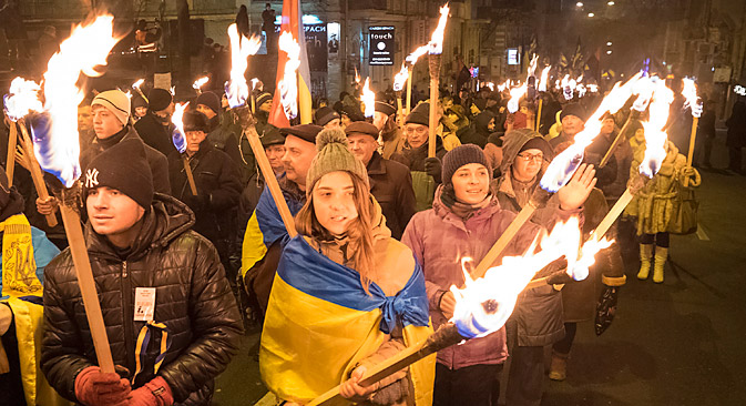 Radi uspostave kontrole nad Ukrajinom Europa i SAD zatvaraju oči pred akcijama radikala, smatraju u Moskvi. Izvor: Reuters