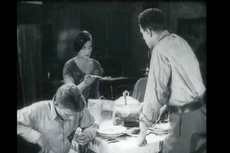 Za 1920-e film Treća meščanska ulica bio je istovremeno šokantan i suptilan. Iz slobodnih izvora