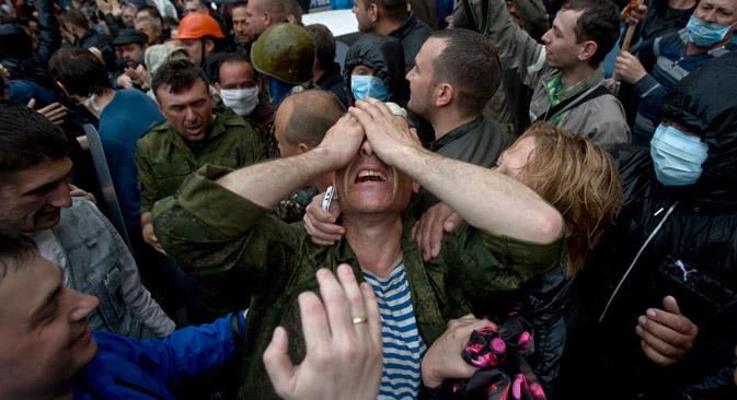 Tijekom operacije u Donjeckoj oblasti poginulo je od početka svibnja petero ukrajinskih vojnika, a u stožeru dragovoljaca u Slavjansku izjavljuju o pogibiji 18 ljudi u tom gradu i u susjednom Kramatorsku. Izvor: AP