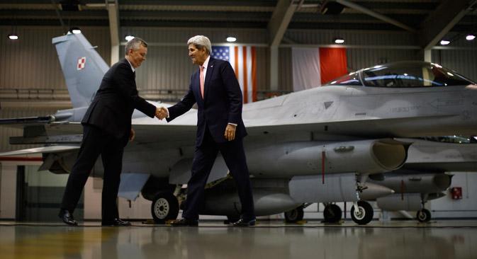 Kako je izjavio još 8. travnja u Senatu SAD-a pomoćnik ministra obrane za pitanja međunarodne sigurnosti Derek Chollet, američko Ministarstvo obrane dodatno je poslalo u Litvu 6 taktičkih lovaca F-15, a u Poljskoj je razmješteno 12 višenamjenskih lovaca F-16 i oko 200 instruktora. Izvor: AP